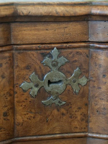 Large 19th Century Burr Elm Commode_1