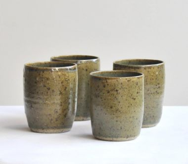 Ceramic Mug in Iron Flecked Moss Green_2