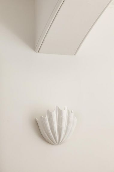 Plaster Shell Uplighter by Rose Uniacke_4